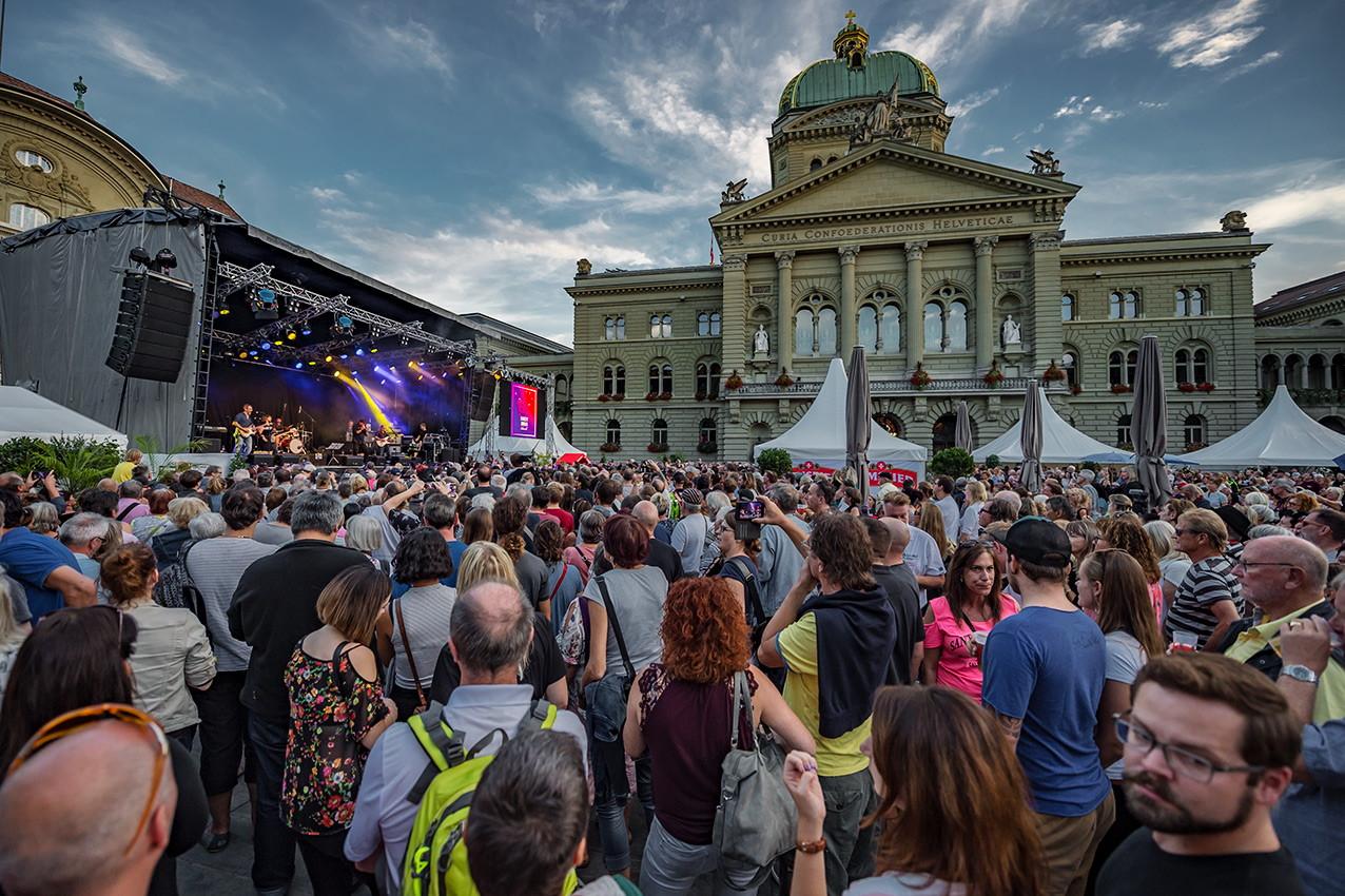 Feiere und spende am Solidaritätsfest auf dem Bundesplatz!